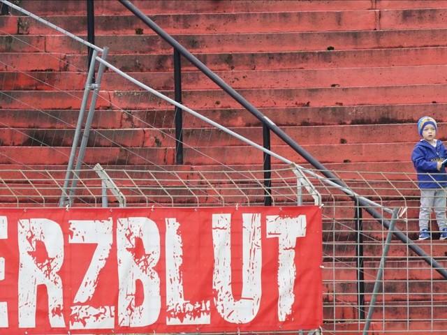 """""""Schrecklich"""" bis """"notwendig"""": So denken Fans über Geisterspiele"""