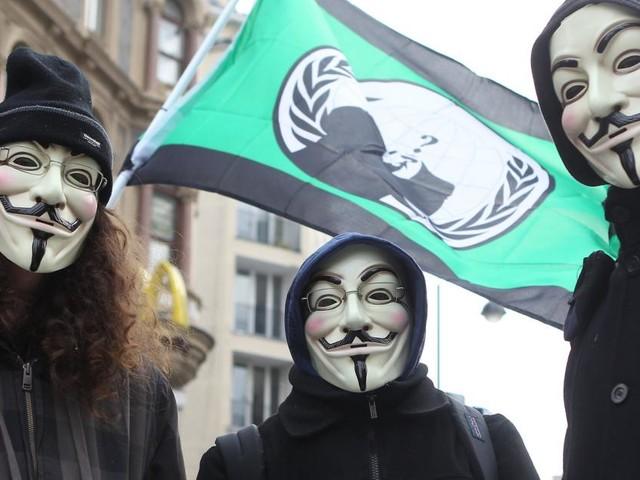 Anonymous legte dem Verschwörungsprediger Hildmann Fesseln an