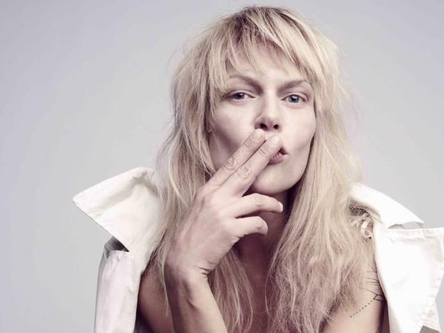 "Exklusive Videopremiere: Anna Loos – ""Hier"""