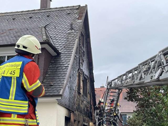 Feuerwehreinsatz in Leinfelden-Echterdingen: Brand eines Schuppens greift auf Wohnhaus über