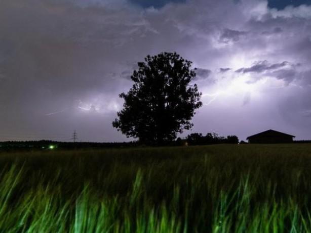 Wetteraussichten: Wetter: Feuchtwarm im Südosten, trocken im Nordwesten