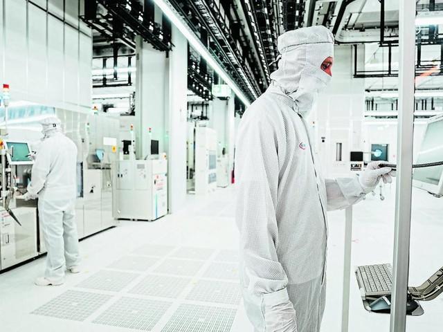 Infineon eröffnet riesige Chipfabrik in Villach