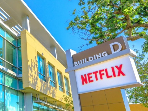 """Jeder in """"Zone A"""": Netflix: Impfpflicht am Set"""