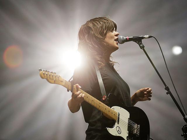 """Courtney Barnett teilt Live-Album von ihrem """"MTV Unplugged""""-Konzert in Melbourne"""