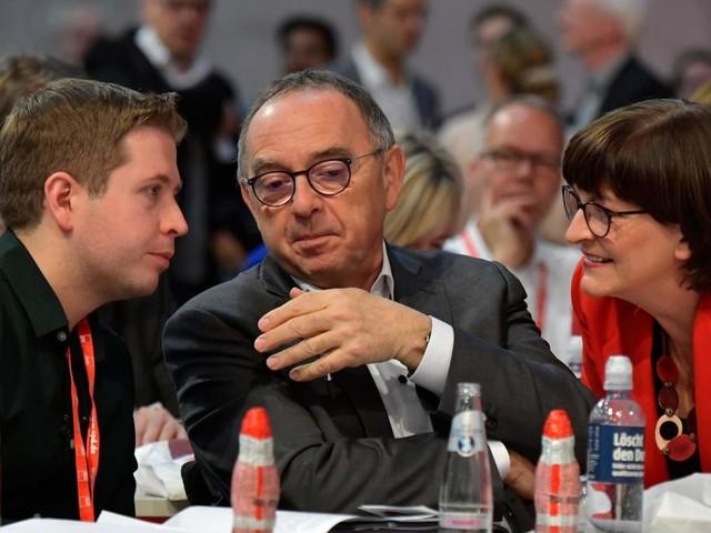Linksschwenk, aber noch kein GroKo-Aus: SPD-Spitze übt Balanceakt