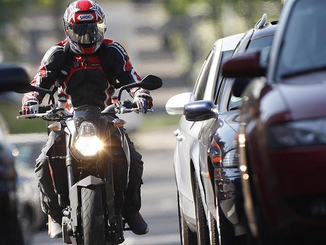 Staudurchfahrt mit dem Motorrad