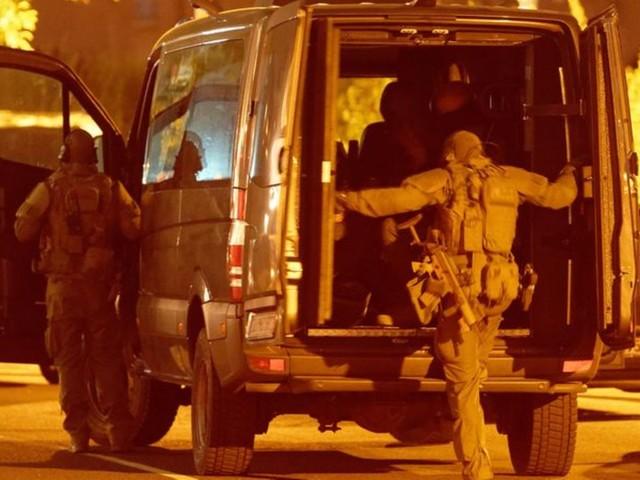 Großeinsatz: Nach Waffenfund:Polizei-Großeinsatz in Düsseldorfer Hotel