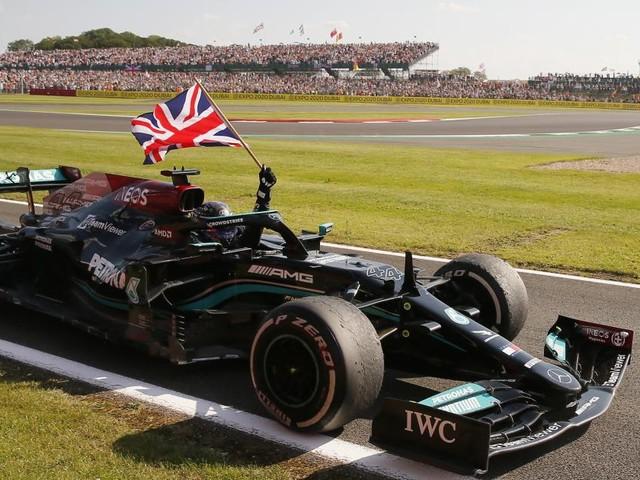 Der große Krach: Hamilton gewinnt nach Unfall in Runde 1 den Heim-GP