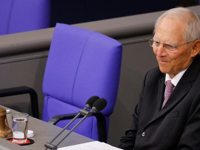 Schäuble eröffnet Bundestag, AfD protestiert