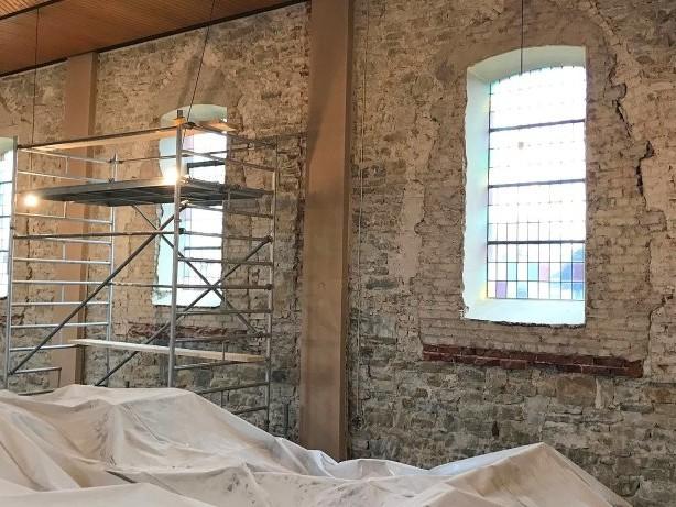 Kirchenrenovierung: St.Aloysius Oesbern: Schäden am Putz gefährden Erstkommunion