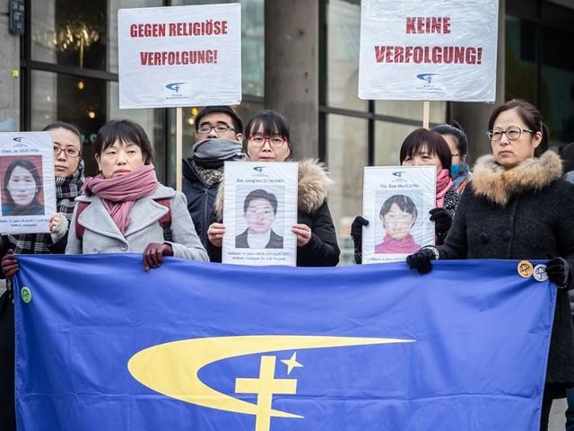 Chinesische Flüchtlinge demonstrieren auf der Königstraße: Informieren statt feiern