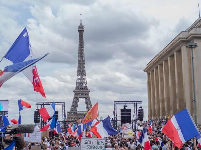 Auf dem Weg zum Hochinzidenzgebiet? Frankreichs Maßnahmen gegen eine vierte Welle
