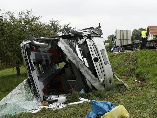Unfall: Reisebus in Österreich umgekippt - 28 Verletzte