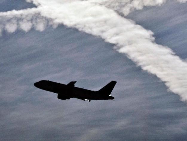 Außerplanmäßige Landung: Mann sperrt sich auf Flugzeugtoilette ein