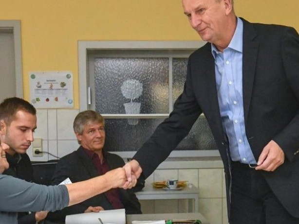 Wahlen: Ministerpräsident Woidke kommt zu Fuß zur Wahl