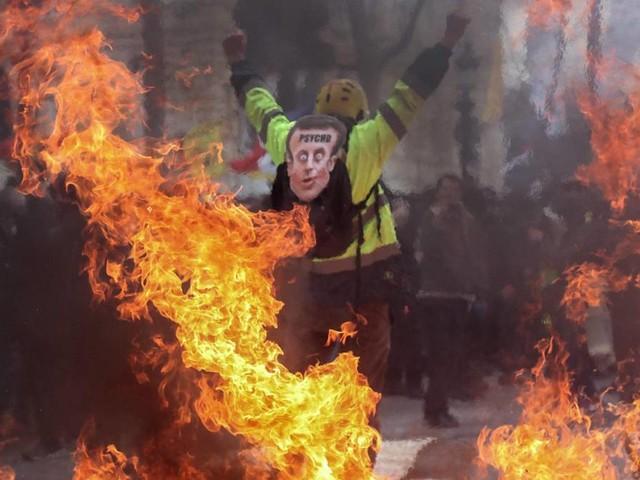 Heftiger Protest gegen Macron: Feuer, Gewalt und Zerstörung: Gelbwesten-Proteste eskalieren rund um die Champs-Èlysées