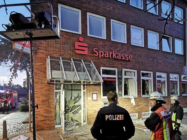 Täter flüchtig: Geldautomat in Essen gesprengt: Gebäude ist evakuiert