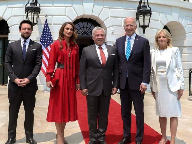 Seltener Auftritt: Königin Rania beehrt (ganz in Rot) das Weiße Haus