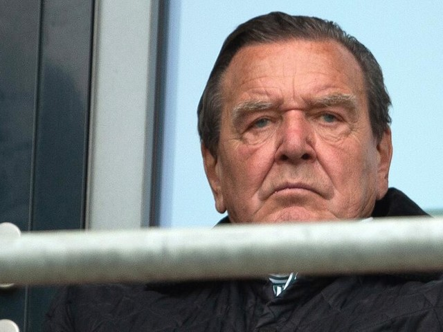 """Gerhard Schröder ist entsetzt von UEFA und DFB: """"Denken nicht an unsere Kinder"""""""