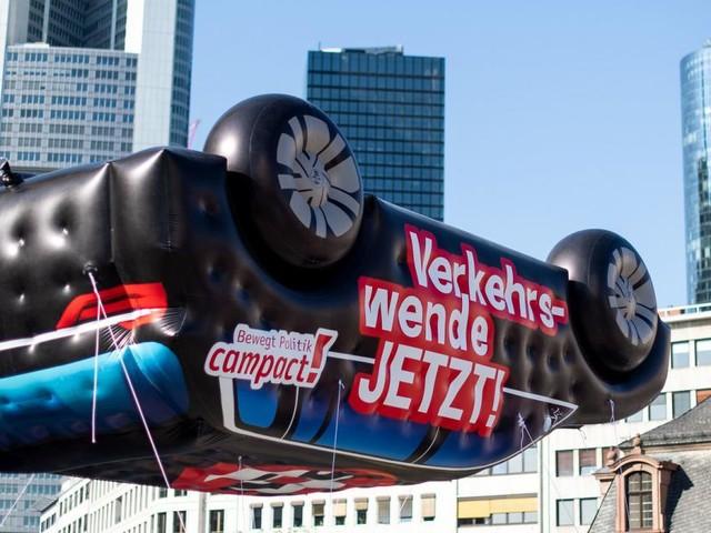 Automobil-Ausstellung in Frankfurt: Protest auf Beinen und Rädern