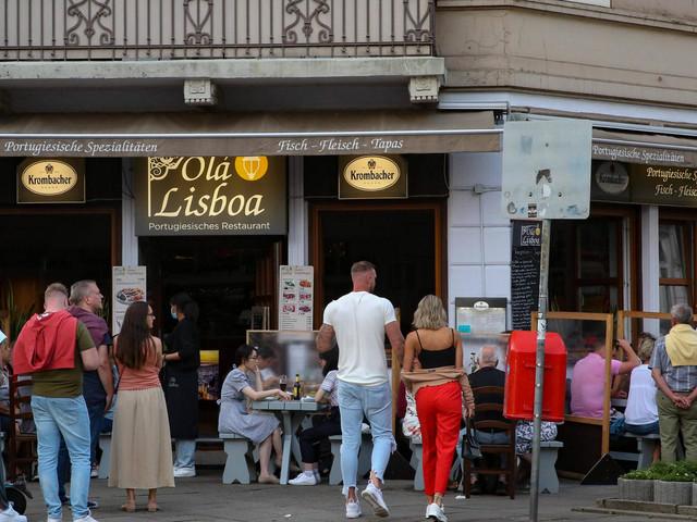 Corona in Deutschland   Nur knappe Mehrheit bei Umfrage für 2G-Regel