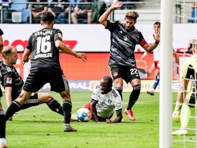 2. Liga: Überraschungsteams an der Spitze - HSV und Bremen patzen