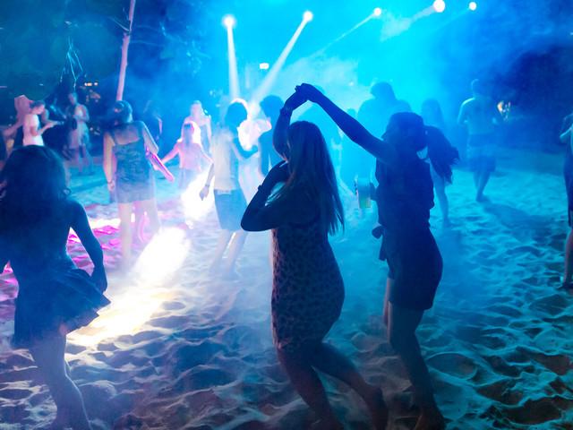 """Tropical Islands feiert """"AMAZONIA Beach Party"""" zum Saisonabschluss am 27. August 2017"""