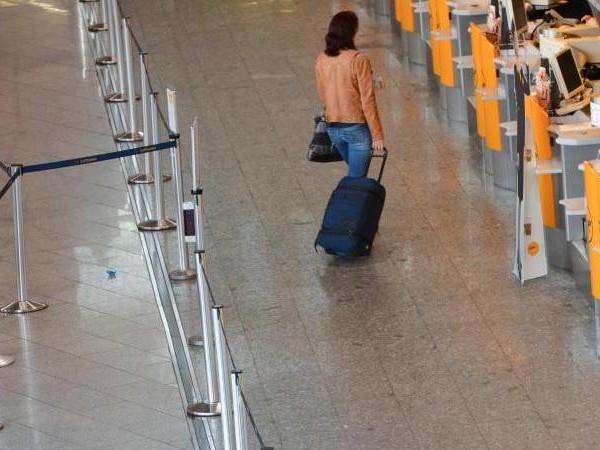 Fünf Stunden Warnstreik: Lufthansa will Flugbegleiter-Streik ins Leere laufen lassen