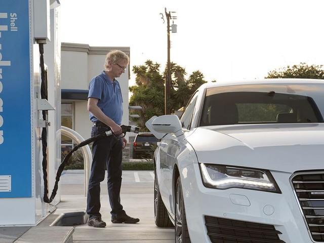 Batterien und Wasserstoff - Der digitale Energiewende-Turbo: Wie Elektroautos uns allen nutzen könnten