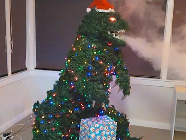 'Treezilla' – Warum nicht mal ein Godzilla-Baum zu Weihnachten