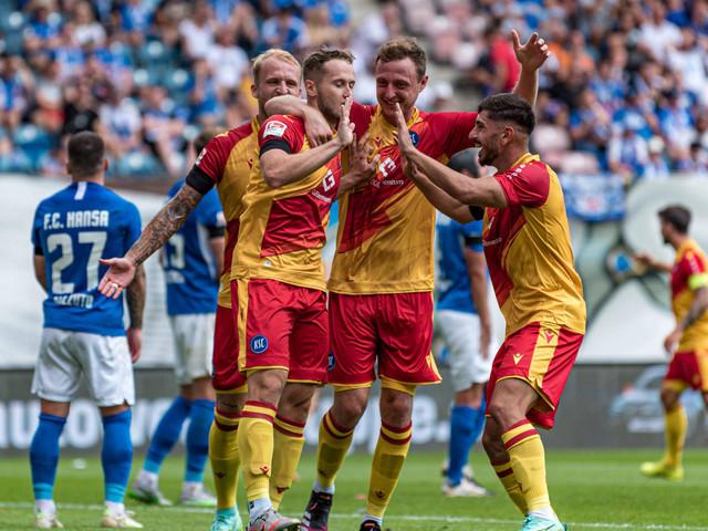 2. Bundesliga: KSC triumphiert in Rostock – Dresden überrollt Ingolstadt