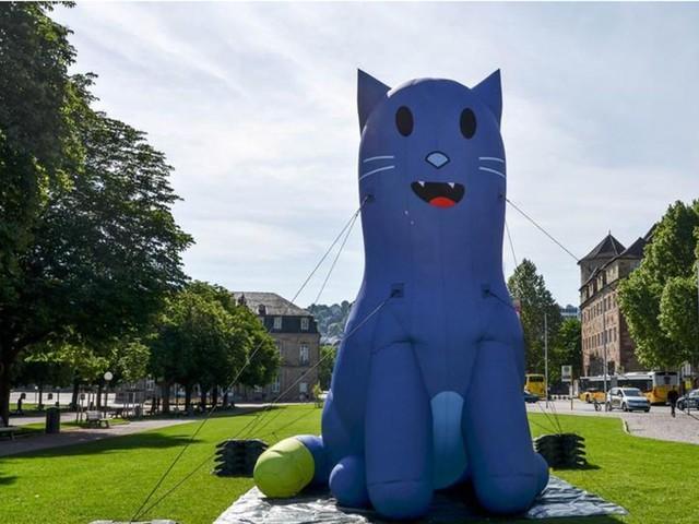 Infokampagne des Landes: Die blaue Katze von Thomas Strobl macht ein Päuschen