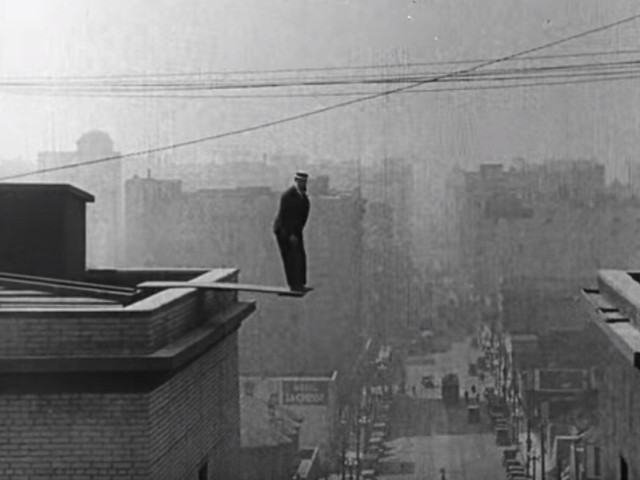 Die atemberaubendsten Stunts des Stummfilm-Darstellers Buster Keaton