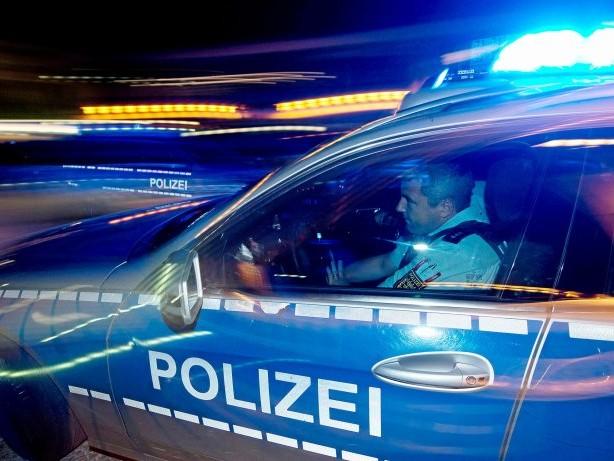 Zeugen gesucht: Mann bedroht Trinkhallen-Angestellte in Bottrop mit Waffe