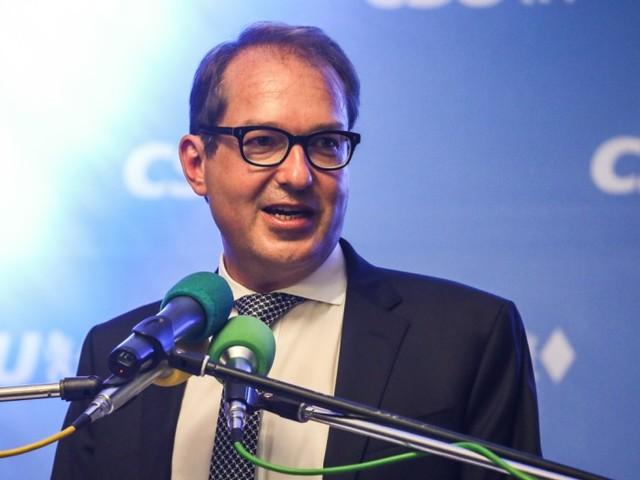 Dobrindt widerspricht der Kanzlerin im Streit um Tegel