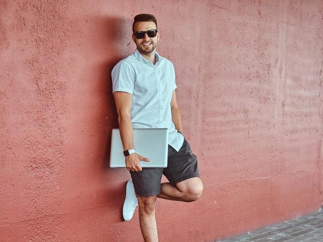 Hitze im Büro: Darf der Chef kurze Hosen verbieten?