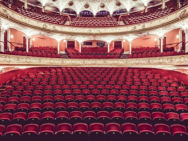 Eher lästig: Die Theater müssen nun doch vor dem Sommer spielen