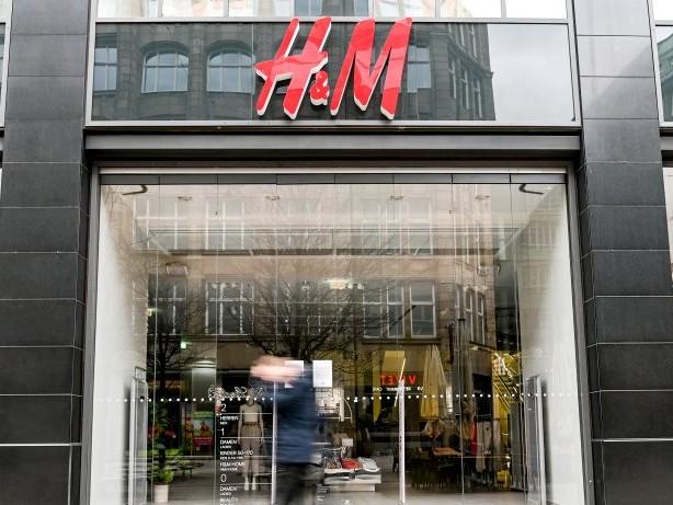 Filialen in Hamburg: Eltern und Behinderte zuerst – brutaler Stellenabbau bei H&M