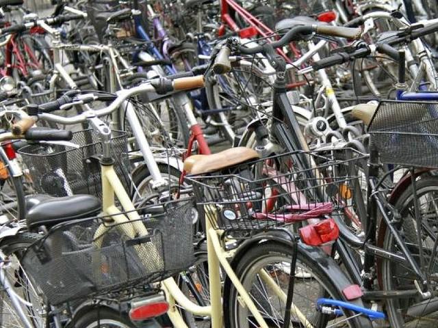 Klebe-Plaketten aus dem Automaten - Rad-Hammer in Düsseldorf: CDU will Parkgebühren für Fahrräder einführen