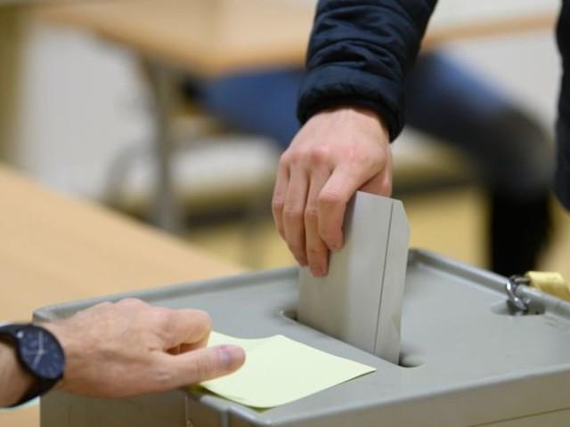 Wahllokale für Doppelwahl in MV geöffnet