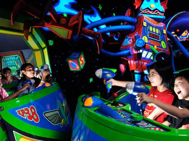 """Hong Kong Disneyland schließt """"Buzz Lightyear Astro Blasters"""": Interaktive Attraktion mit Marvel-Thematisierung entsteht"""