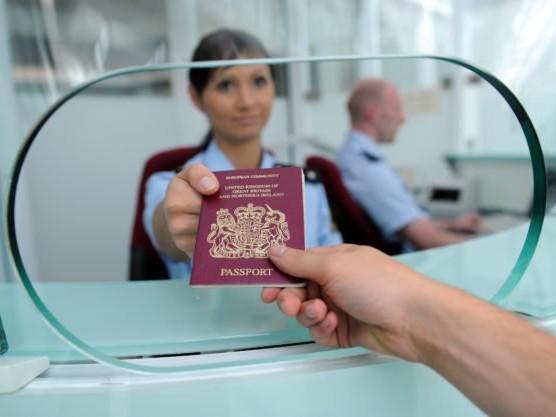 Lügendetektoren auf Flughäfen sollen Grenzbeamte ersetzen