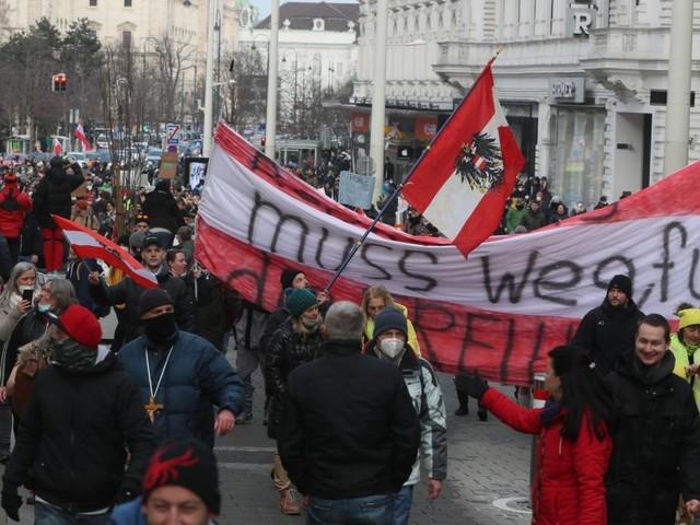 "Wien: 5.000 bei aggressivem ""Corona-Spaziergang"""