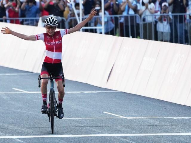 Anna Kiesenhofer holt sensationell Gold im Rad-Straßenrennen