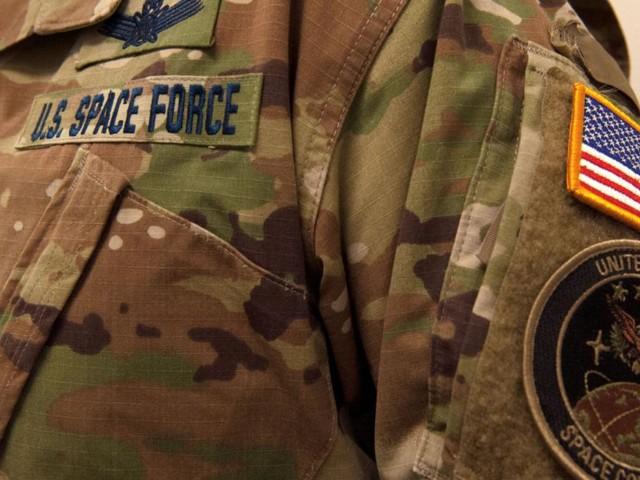 """Trumps neue """"U.S. Space Force"""" stellt Uniform vor – und erntet Spott"""
