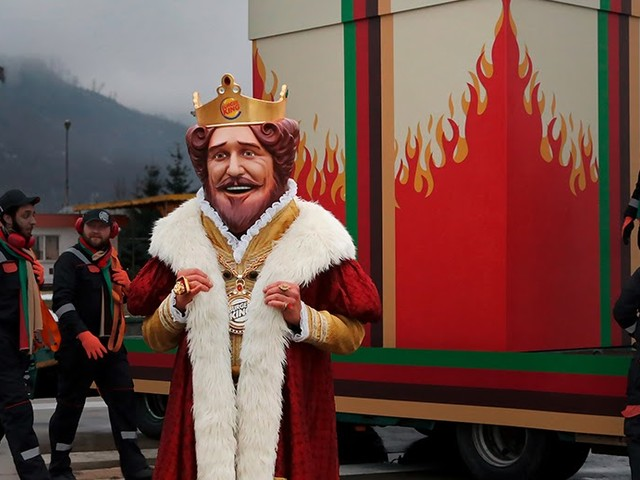 Burger King macht dem Mitbewerber ein feuriges Geschenk | Ich muss so lachen