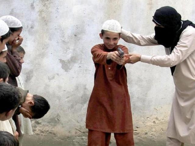 In starkem Maße radikalisiert und gefährlich - IS-Kämpfer schicken Kinder nach Europa: Islam-Experte rät Behörden zur Inobhutnahme
