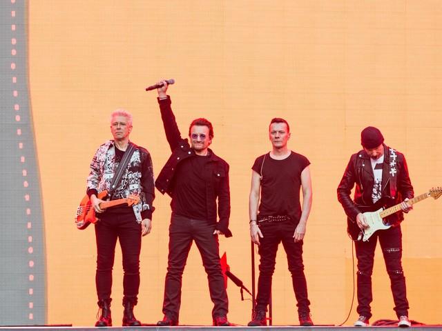 """U2 verschicken mysteriöse """"Blackout""""-Briefe an ihre Fans"""