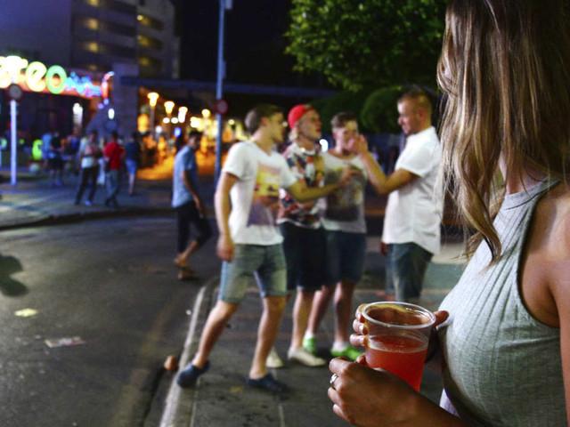Balearen gehen gegen Sauf-Tourismus vor - das ist ab sofort auf Malle und Ibiza verboten