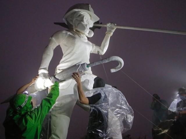 """Lady Liberty"" mit Gasmaske: Demokratie-Aktivisten errichten Statue in Hongkong"